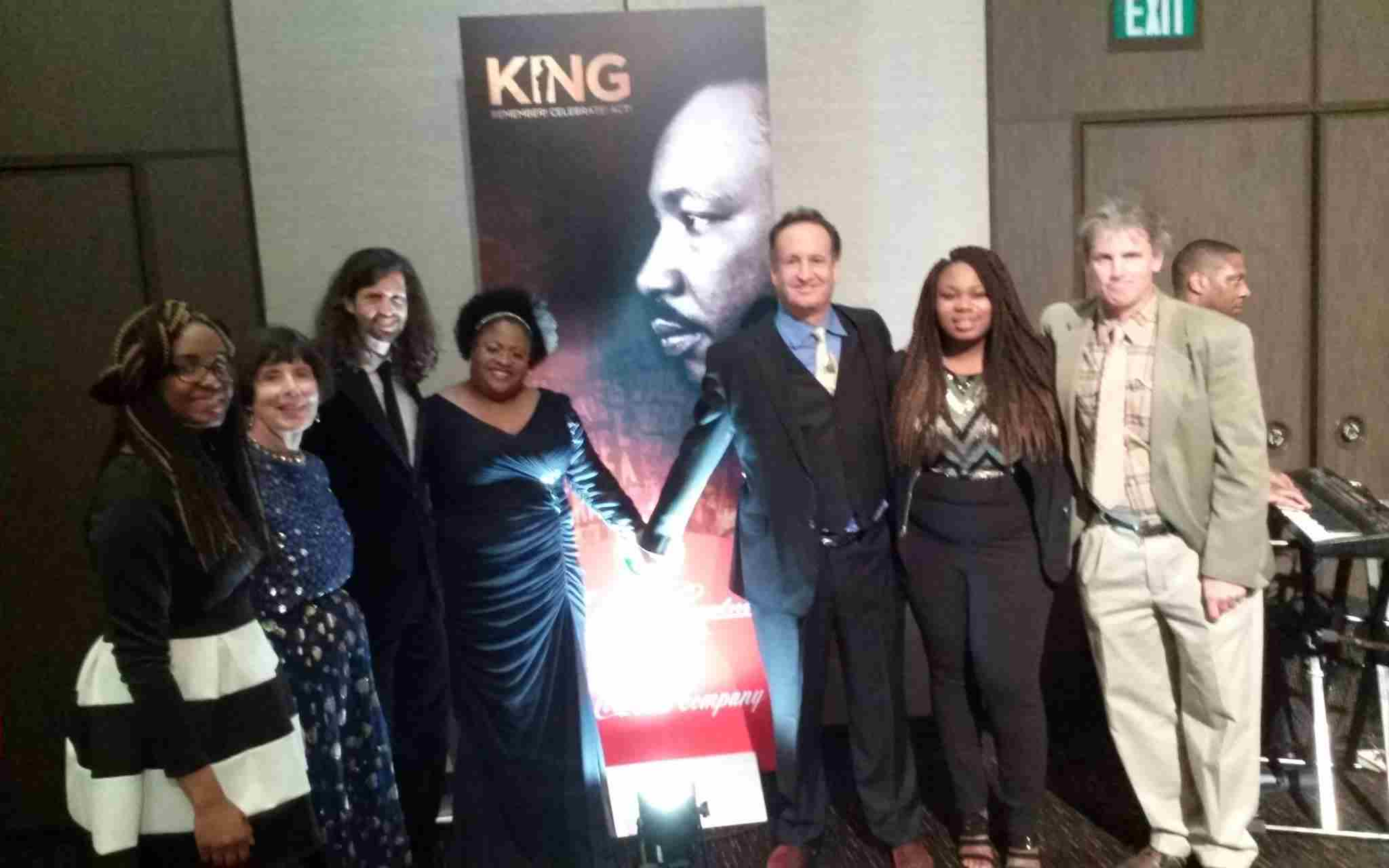 Sojourn to the Past attendees at the King dinner